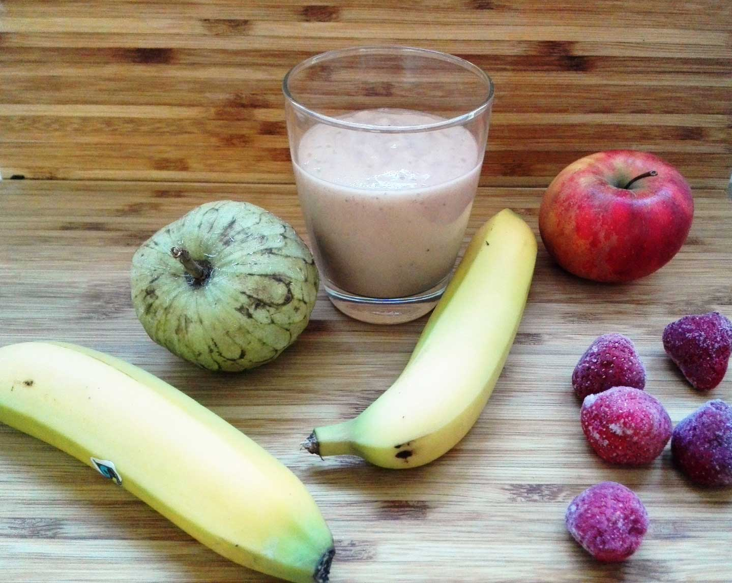 Check out this delicious plant-based cherimoya smoothie packed with vitamin C, antioxidants, all 8 essential amino acids and vitamins. Get the recipe via lillaliptak.com and create the life you want #smoothies #smoothierecipe #smoothierecipeshealthy #plantbasedrecipes